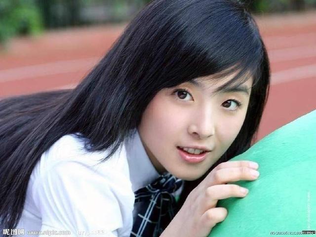 娱乐圈十大最萌包子脸女星, 赵丽颖超可爱, 但瞬间被她秒成渣!