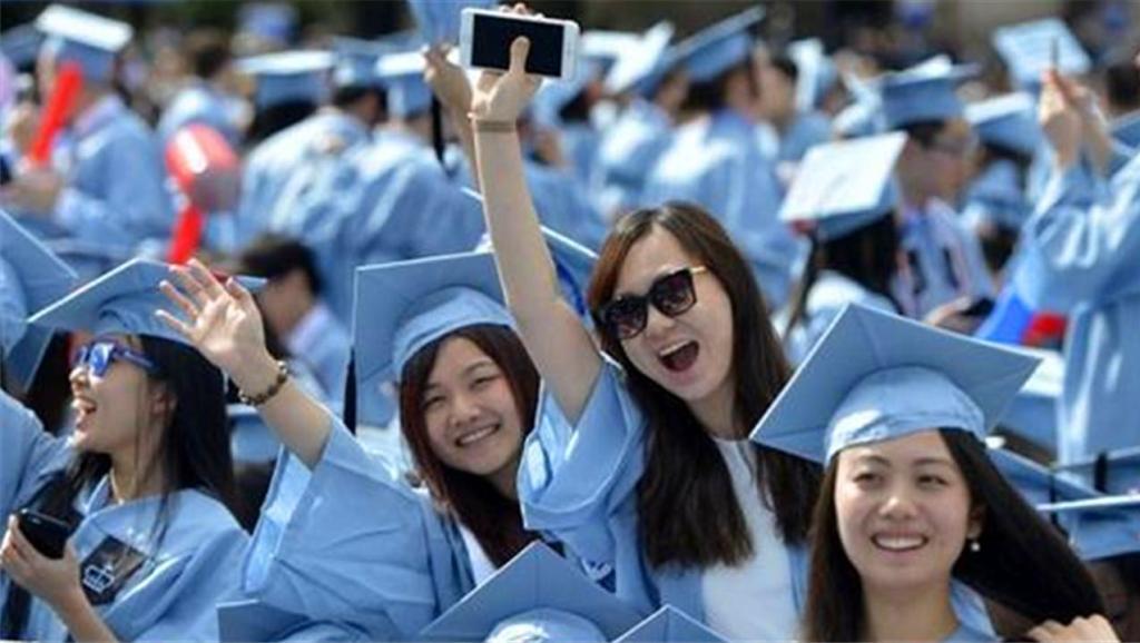美国开除中国8000名留学生!大多数人都是这一点不过关!