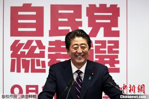 日本首相安倍敦促开展修宪讨论 就赏樱会问题道歉