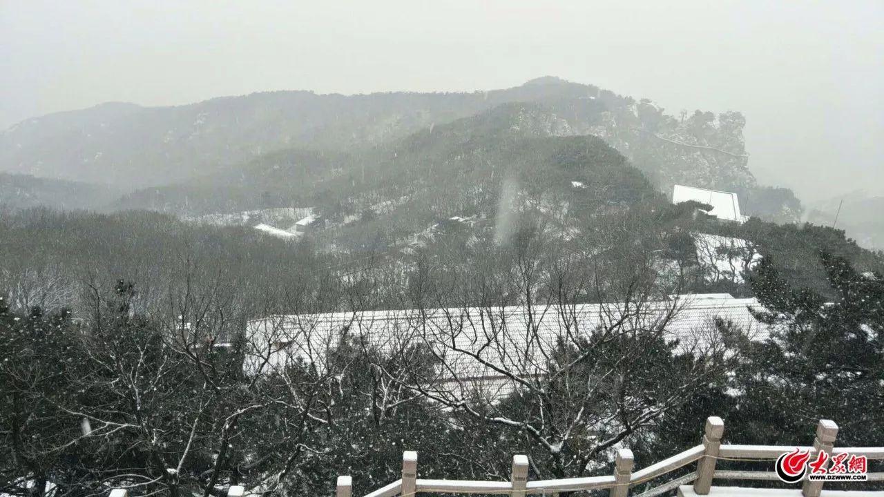 推荐 正文  兰山雪景,雪片敲打在玻璃上,颇有意境 河东区北京路与东兴