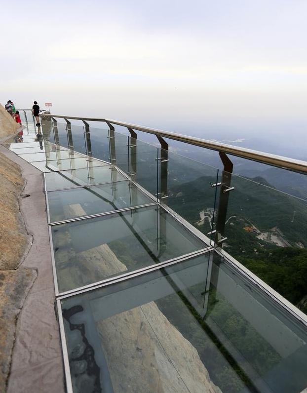 中国第一条全景环山玻璃栈道正式开放——河南南召五朵山景区