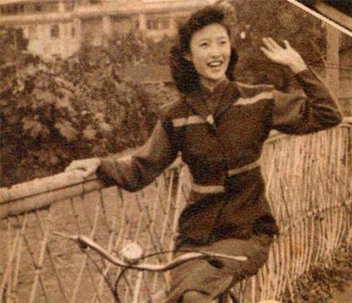 她依然追寻爱情,二婚移情别恋,嫁给了80岁的老翁,晚年回忆,他是中国作家协会会员