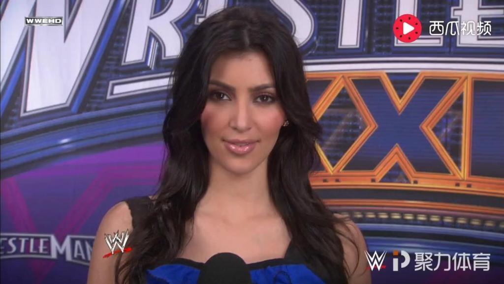 2008年第24届摔跤狂热大赛 邀请了美国网红金-卡戴珊作为嘉宾主持
