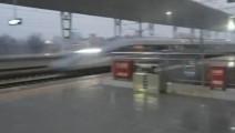 这是我在网上看到最快的高铁进站速度,太震撼了