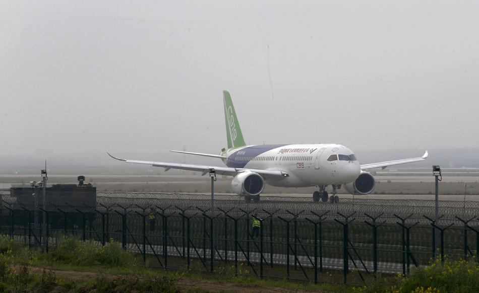 2014年 5月15日,c919飞机首架机前机身部段在中航工业洪都下线.
