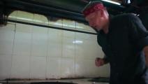 外国大厨见识了中国厨艺后,又看到了中国烧鹅,再一次被中华美食折服