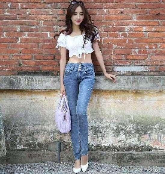 女生穿牛仔裤_微胖女生,高中生,牛仔裤和运动裤,哪个好看?应该穿什么样 ...