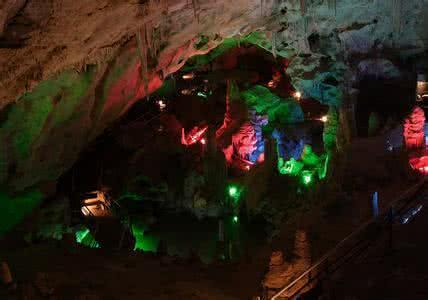 崆山白云洞位于邢台市临城县境内,是崆山白云洞风景区的主要景点,南距