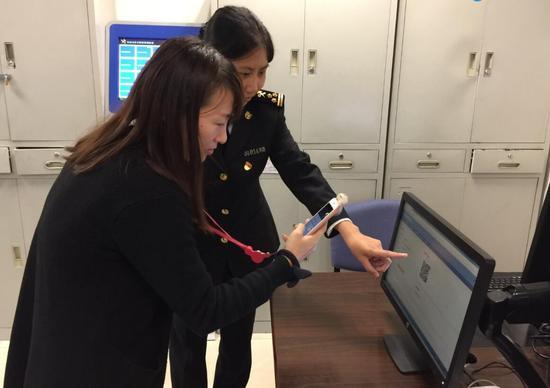 """""""青岛流亭机场海关相关负责人说,我们紧跟互联网信息爆发的大数据时代"""