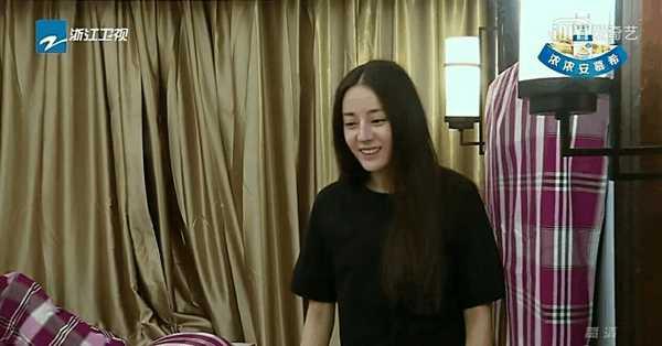 热巴和杨颖两人的素颜照, 你认为哪个才是真正的天然美?