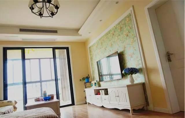 老婆装修的新房, 在阳台上打了一排柜子, 还常邀请朋友来看!