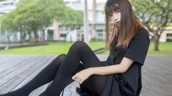 青春活泼的小黑裙,这样的可爱的女朋友怎么才能有