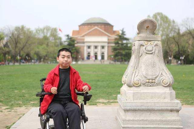 清华大学计算机系硕士研究生: 奔跑去追梦 坐在轮椅上的彝族男孩,