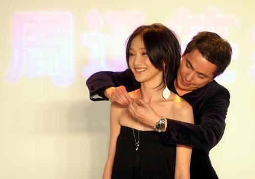 和华谊大佬王中磊有过亲密接触的女星, 有谁注意到杨颖的手了(图4)