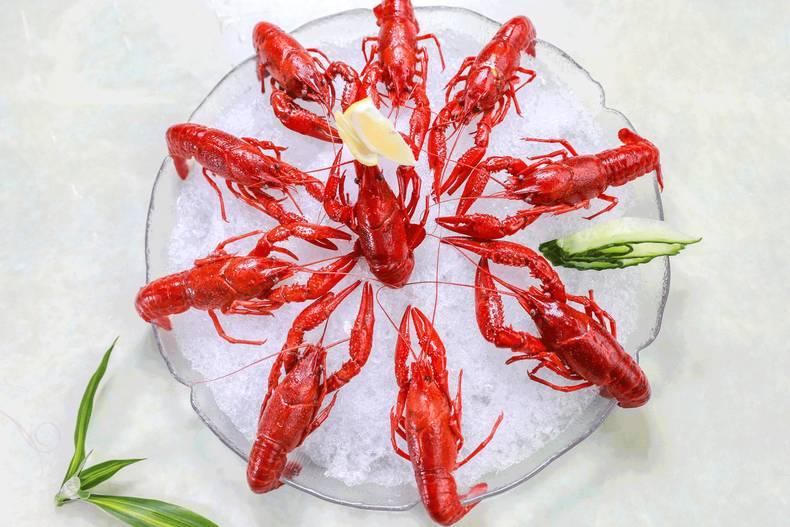 夏天最适合吃用青虾做的清爽冰镇小龙虾,肉质紧实,白白嫩嫩的好可爱.