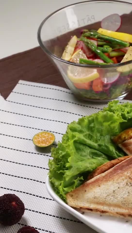 对于无肉不欢的你,这道早餐将是最好的选择!#自制早餐三明治