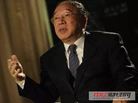 黄奇帆于2001年10月从上海市政府副秘书长调任重庆市副市长,隔年晋升