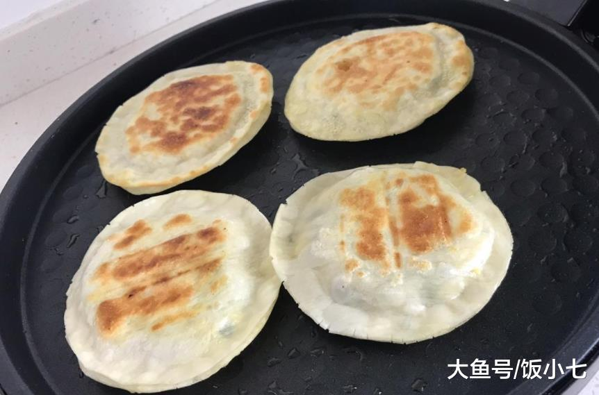 韭菜和饺子皮除了包饺子, 还能这样做, 外皮酥脆, 上桌家人抢着吃