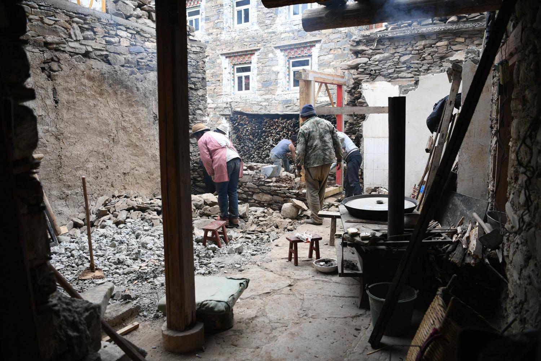 藏族人修房子不用钢筋水泥