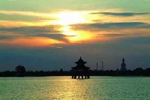 其他免费景区:芙蓉谷,虎林园,凤凰源,洞天湾 古颍州西湖为风景湖,因