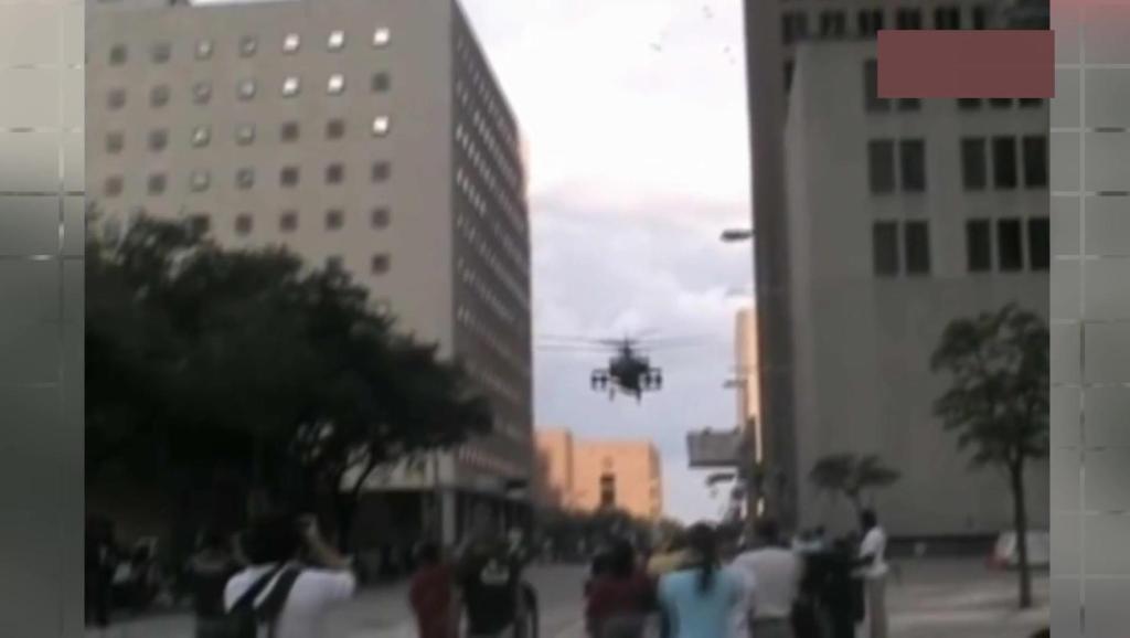 休斯顿退伍军人节,战友纷纷开战斗直升机在城市间穿梭