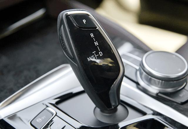 宝马530li配备高功率b48发动机百公里仅需6.2秒 奔驰e