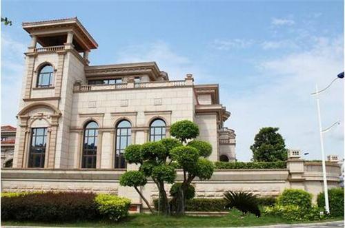 欧式风格别墅的外观设计,追求的是欧式的浪漫,优雅的气质和高品质的
