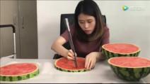 办公室小野,买了一车西瓜在办公室搞西瓜宴,原来西瓜也能这么吃