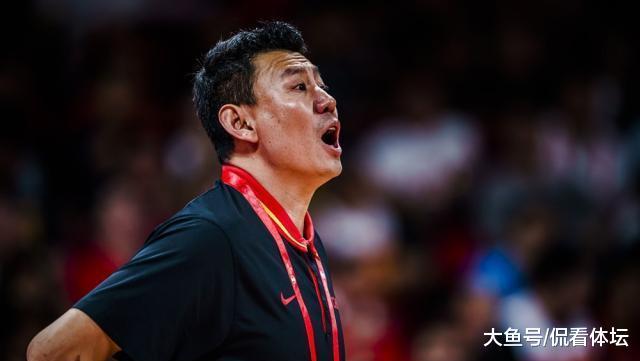 男篮放弃预选赛! 杜峰考虑四年后, 易建联退队, 周琦能当大任?