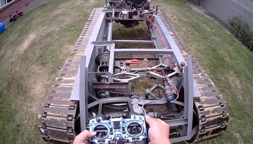 原本以为坦克转弯构造和汽车差不多,看完原理才知道我错了20年!