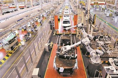 广东推动制造业高质量发展大会召开 去年广东规模以上工业收入全国第一