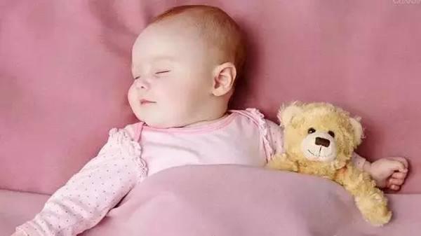 宝宝睡觉的问题很让妈妈头疼,很多刚刚开始做妈妈的人对于哄宝宝睡觉