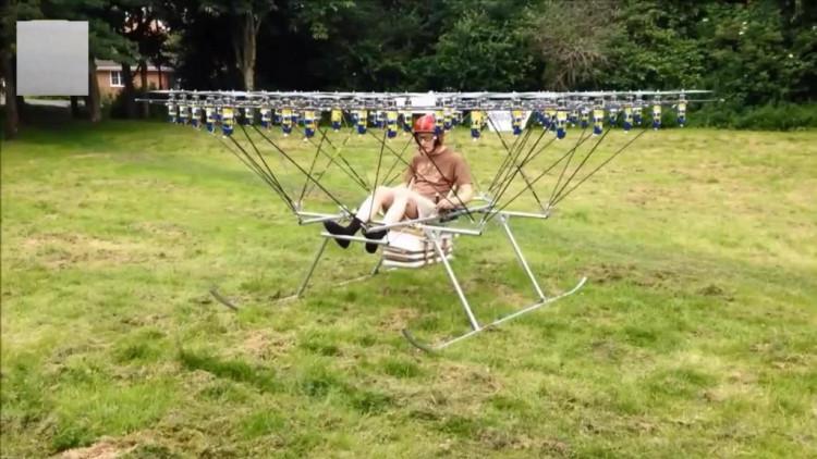 国外牛人自制飞行器,50台遥控飞机带你上天