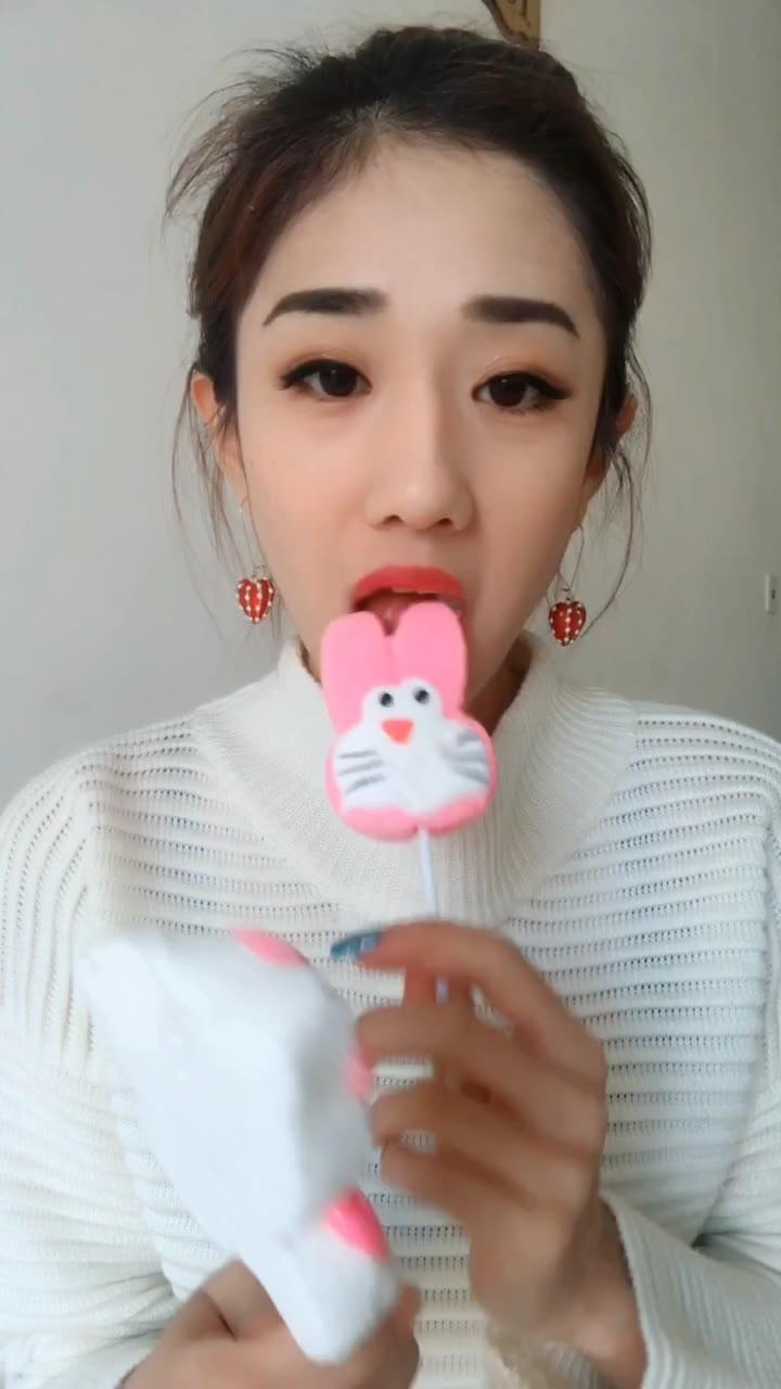 这种棉花糖比较好吃,因为有嚼劲。