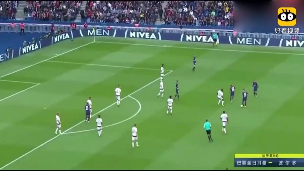 足球巨星: 内马尔再现神级停球,整个球场都是他的了,太霸气了