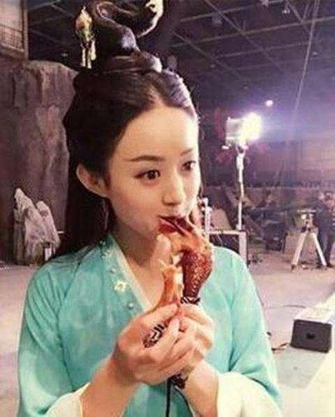 出现的就是赵丽颖,迪丽热巴,陈伟霆,鹿晗这四个,固然还有良多吃货明星图片