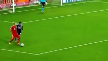 足球质量不好还是球员力大无穷,巴西绿巨人的一脚粉碎皮球