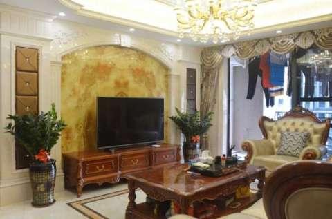 大理石柱 一楼客厅 客厅背景墙采用大理石柱,软包,铜镜!