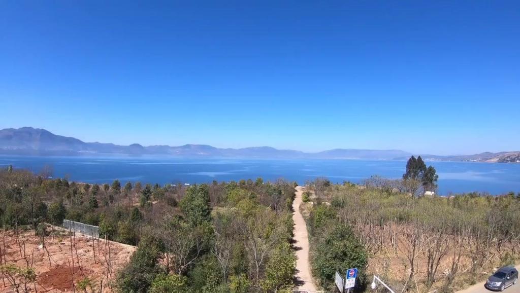 打开 云南玉溪抚仙湖,空气清新风景优美 打开 翻山越岭才能看到各种