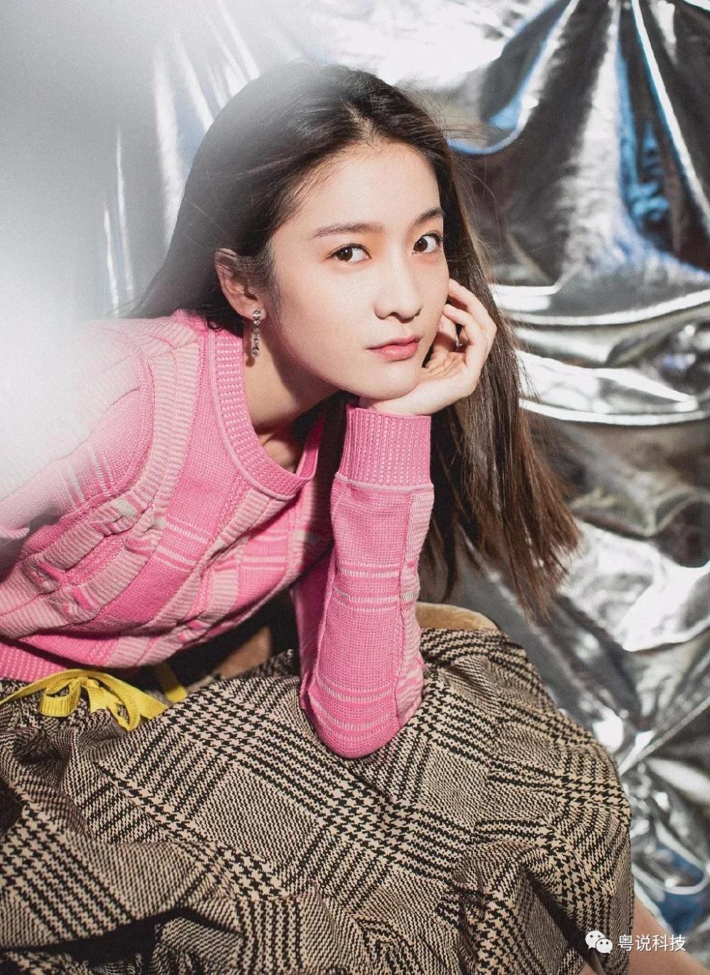 杨幂带女儿走秀, 一条裙子穿出自己最美的样子