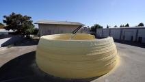 黑科技建筑机器人 用泡沫盖房子: 有人敢住吗?