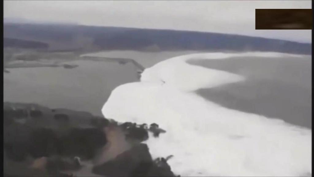 实拍: 2011年日本地震海啸,这海水也太吓人了