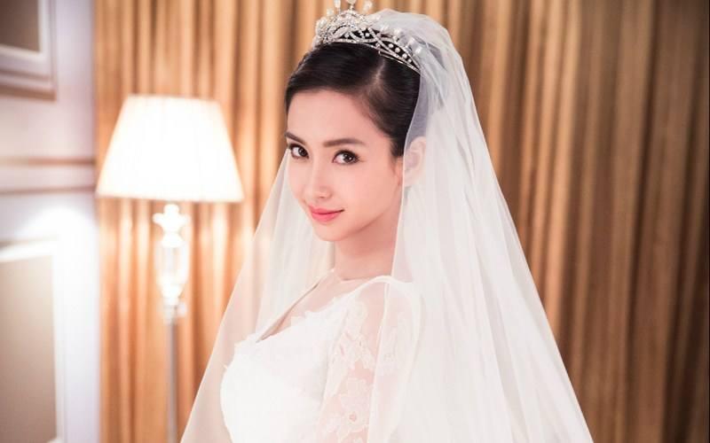 下面要说的是新晋辣妈杨颖,自从生了孩子之后,发现的baby的颜值在逆