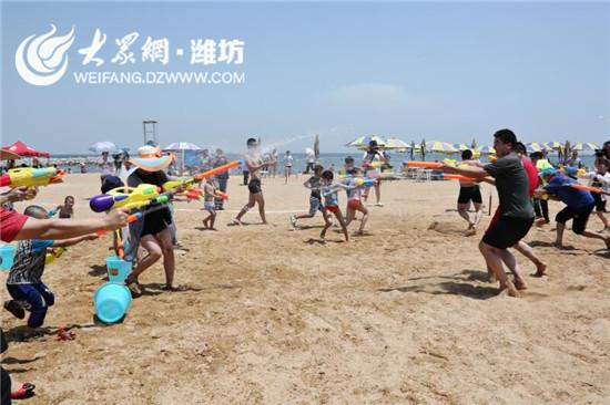 """潍坊滨海欢乐海景区""""洗龙水""""庆端午"""