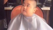 搞笑许华升搭档小胖剪头发,试试就试试谁怕谁,这误会可大了,这智商我也是笑了