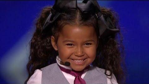 《美国达人秀》《天堂里的乔伊》5岁歌手是下一个秀兰·邓波儿。