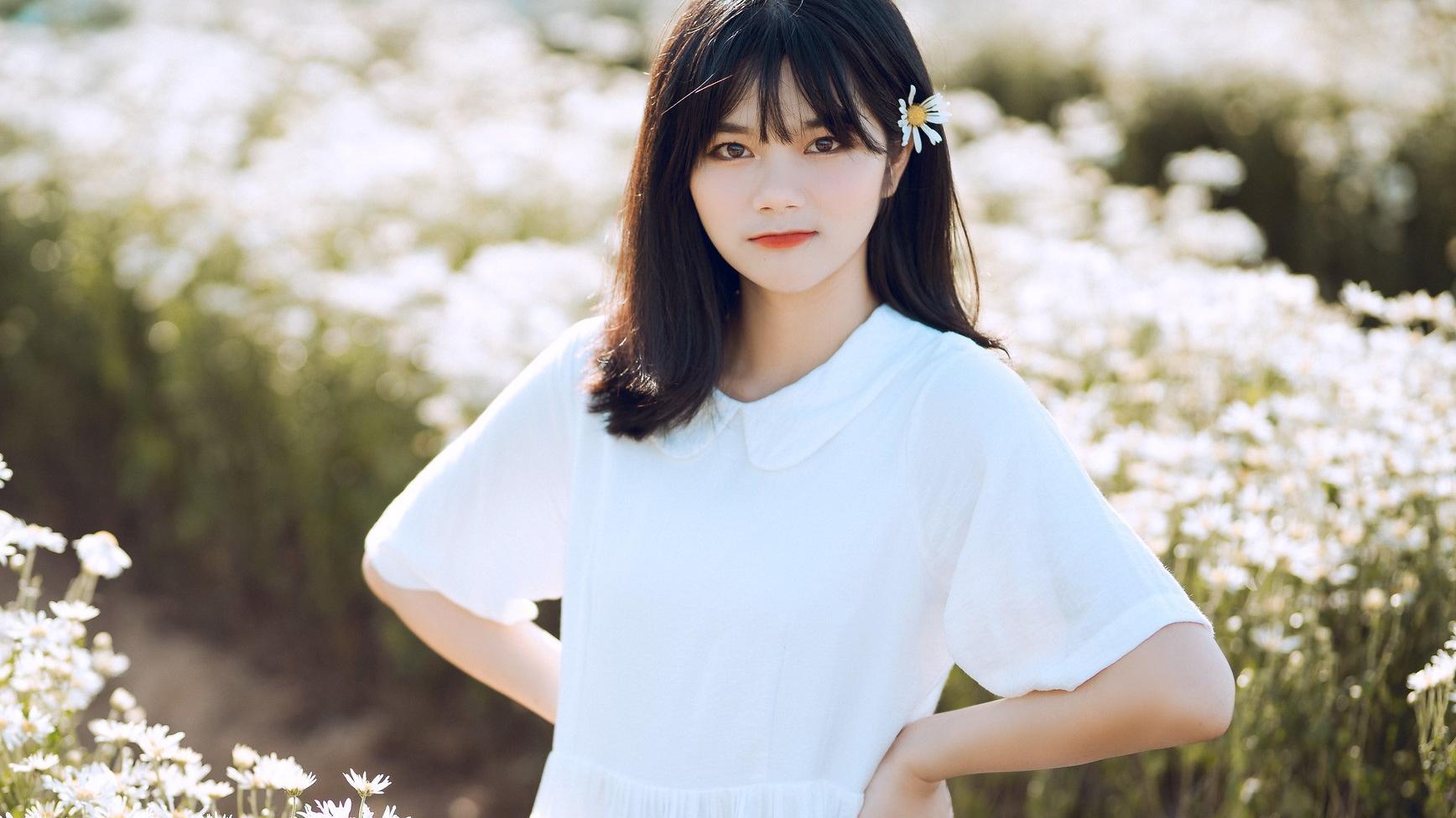 白色娃娃领连衣裙,清新可人,上身甜美减龄,可爱俏皮