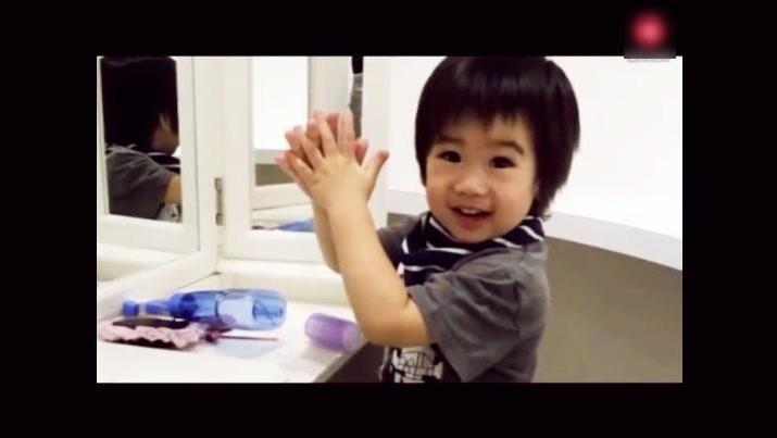 2岁双胞胎儿子会认26个英文字了,林志颖直呼不舍得出门