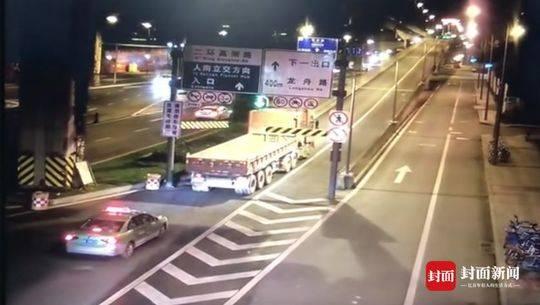 连发两起! 大客车、大货车撞坏限高架 非法闯入高架桥 驾驶员被拘留
