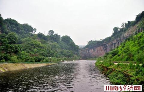 这标志着洞窝风景区拥有了新的战略布局,泸州市龙马潭文化旅游小镇